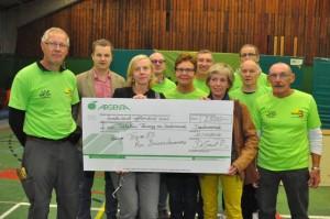 overhandiging cheque Scheldeloop 2014