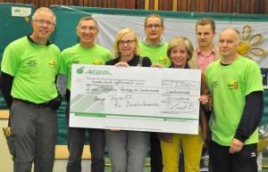overhandiging cheque Scheldeloop 2014 Nieuwsblad